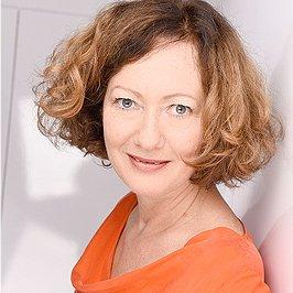 Ich bin Claudia Germer, Expertin für Marketing für erfolgreiche Coaches + für visuelle Kommunikation die wirkt.